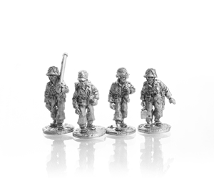 TED 80mm Mortar Crew moving
